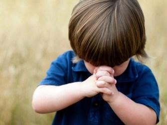 children pray Copy