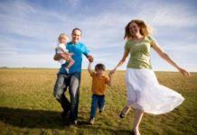 happy-family-grassy-field2