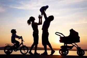 orangtua membuat anak bahagia 1334821608 Copy