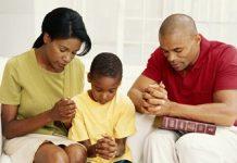 FamilyPraying Copy