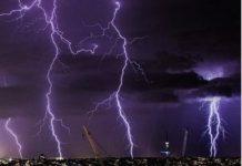 queensland langit seperti punya listrik selama beberapa jam Copy